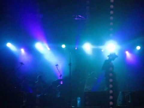 Mela Koteluk zaśpiewała Fascination Street