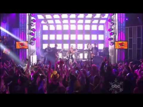 Avril Lavigne - Girlfriend + What the Hell [HD] (in Dick Clark's New Year's Rockin' Eve 2011)