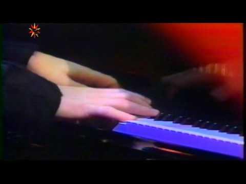 Tekst piosenki Elton John - I Know The Truth po polsku