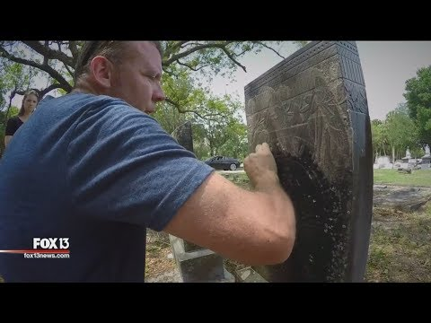 Florida man honors veterans by scrubbing -- one grave at a time