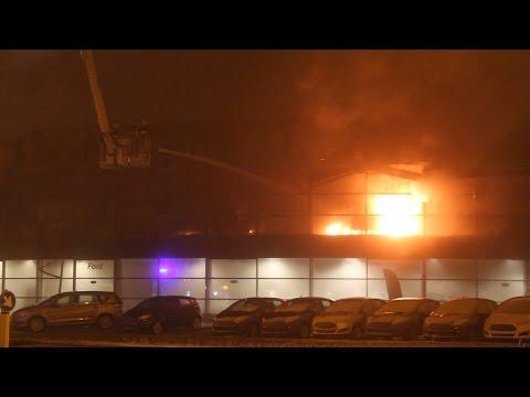 GPTV: Zeer grote brand verwoest Ford garage Leeuwarden