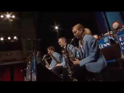 St. Louis Blues in de uitvoering door the Glenn Miller Orchestra, een vergelijkbaar arrangement als