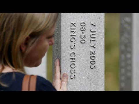 Η Βρετανία τιμά τους νεκρούς των τρομοκρατικών επιθέσεων του 2005