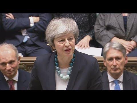 Η Τερέζα Μέι ανέβαλε την ψηφοφορία για το Brexit