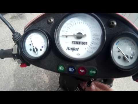 Italjet Formula 125 Twin - Walkround and acceleration 40-120km/h