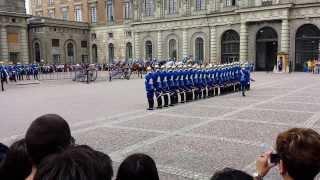 Video Change of the royal guard at Stockholm Royal Palace MP3, 3GP, MP4, WEBM, AVI, FLV Agustus 2019