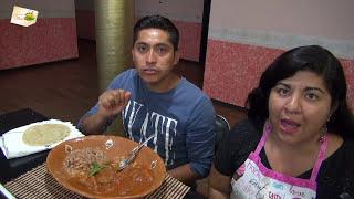 En este videos cocinare un rico y delicioso Chicharron en salsa roja que esta para chuparse los dedos!!! espero les guste.Ingredientes:100 gramos de chicharron de cerdo o carne1 jalapeño6 chiles de arbol8 jitomates1 ramita de epazote ( opcional )1/2 cebolla1 ajo grande o  2 chicos2 tazas de agua1 cucharada de AceiteSal al gustoSuscribete a mi canal, solo haz click aquí:  http://goo.gl/OPGDX8INSTAGRAM: https://goo.gl/TeMj5pMI PAGINA WEB: http://larecetadelaabuelita.netPINTEREST: http://pinterest.com/recetasabuelita/MI LIBRO:  http://goo.gl/OKzmFPMI BLOG: http://larecetadelaabuelita.blogspot.comTWITTER: http://twitter.com/#!/recetasabuelitaFACEBOOK:  http://goo.gl/10y0DRGOOGLE PLUS http://goo.gl/b26GvTMis aplicaciones:ITUNES:  http://goo.gl/N5gBDIANDROID: http://goo.gl/pwtTSuQuieres mandarme algo??Yessica Perez ApartadoPostal # 2 Huejotzingo Puebla 74160For those of you who speak english, check out my english channel: https://www.youtube.com/user/howtocookmexicanfood************************************************************