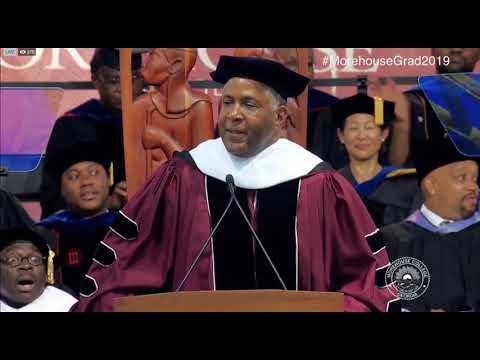 Video - Δισεκατομμυριούχος πληρώνει τα δάνεια 400 φοιτητών
