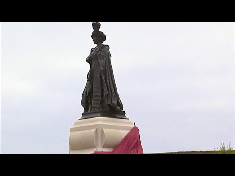 Βρετανία: Αποκαλυπτήρια του μπρούτζινου αγάλματος της βασιλομήτορος – world