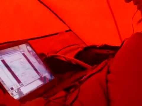 sous la tente avec marcr esized