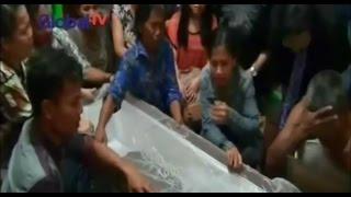 Video Isak Tangis Keluarga Intan Olivia yang Menjadi Korban Bom Gereja di Samarinda - BIP 15/11 MP3, 3GP, MP4, WEBM, AVI, FLV Agustus 2018