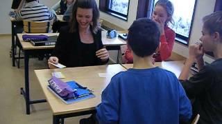 Klass 8C i Forsheda ha det riktigt roligt med poesi!