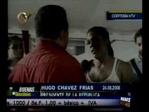 Vean como Chavez se burla de la gente en su propia cara