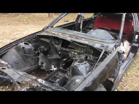 Wideo1: Wrak BMW stoi od kilku miesięcy na terenie żwirowni w Zaborowie