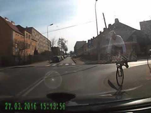 Taką akcję odwalił rowerzysta na skrzyżowaniu w Żarach!
