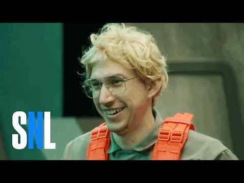 Kylo Ren Can't Keep It Together: Undercover Boss Bloopers From SNL