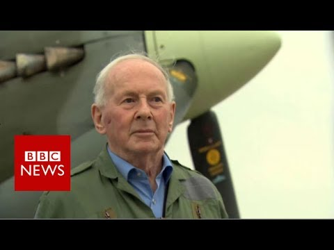Luftwaffe ace flies in Spitfire - BBC News