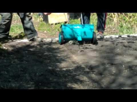 Как сажать газон сеялкой 4