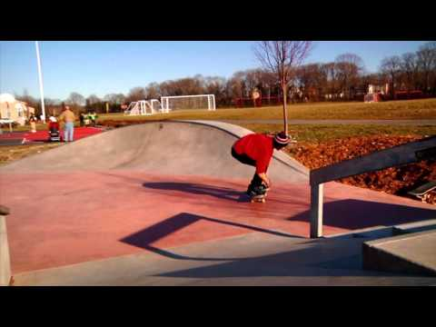 Hingham - Derek taylor , eric eramo and pj boudreau getting gnarly at hingham mass skate park. Color grade was a failure. Thumbs up if you like! Sub and comment! hmc 1...