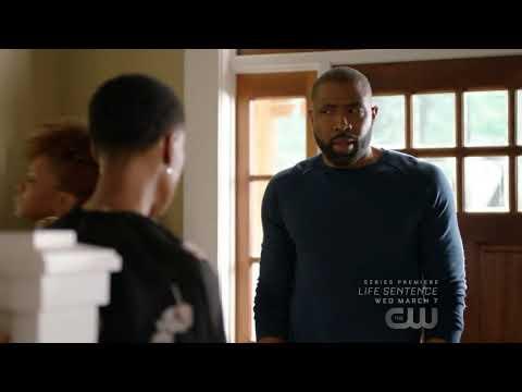 Black Lightning 1x05/Jefferson and his ex wife talks to Jennifer