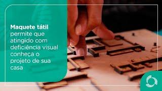 Maquete tátil permite que atingido com deficiência visual conheça projeto de sua casa