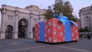 KOOKY LONDON NEWS : GIGANTIC CHRISTMAS PRESENT APPEARS IN MARBLE ARCH!!