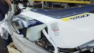 7. Husqvarna TE 250i unboxing video - Fuel injected 2 stroke TPI