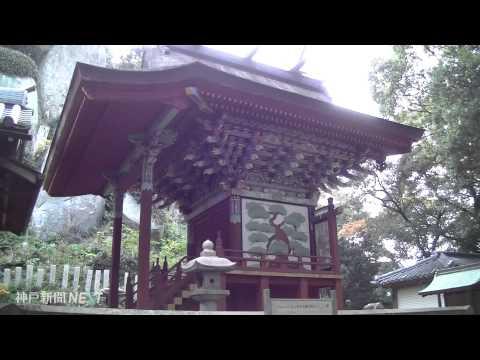 色づく巨石信仰の社 岩上神社