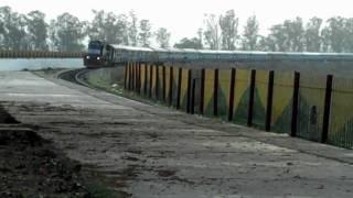 Garhmukteshwar India  city photos gallery : INDIAN RAILWAYS: Ala Hazrat Bhuj-Bareilly Express at Garhmukteshwar.MP4