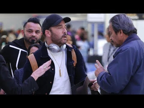 Jeremy Piven Negotiates With TSA As He Attempts To Make His Flight