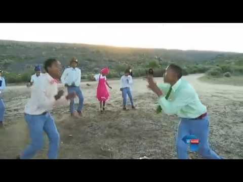 HULLE DANS 'N PAD OOP TOT IN AMERIKA / DANCING THEIR WAY TO AMERICA
