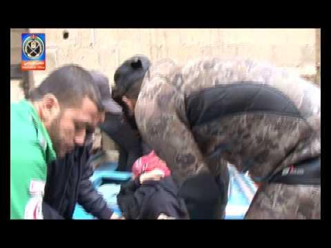 الشرطة الفلسطينية وطواقم الدفاع المدني تقوم بإنقاذ المواطنين في المناطق المنكوبة