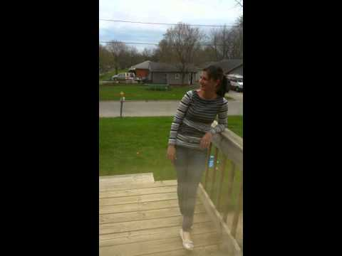 Husband makes wife dance (видео)