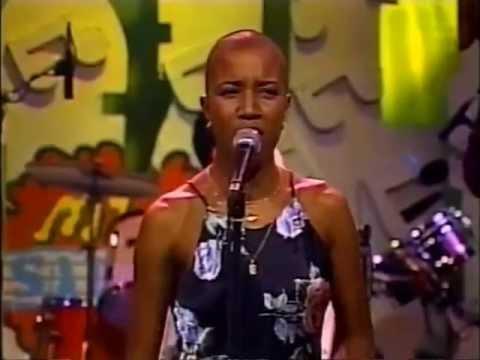 Haila Mompié (con Bamboleo): Con un canto en el pecho