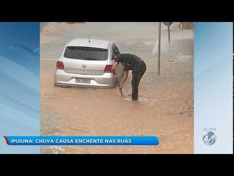 Chuva causa enchente em Ipuiuna