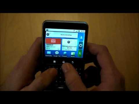 Motorola Flipout: Drehbares Quadrat-Handy im Test