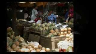 Food in Cameroon Watch the next video here: Cameroon - On the road http://www.youtube.com/watch?v=nnRPGL3UpNM...