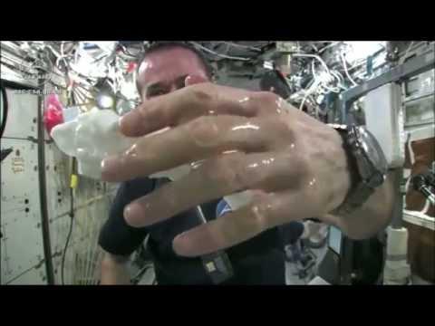 ทดลองบิดผ้าเปียกน้ำ ในอวกาศ ผลลัพธ์ถึงกับต้องอ้าปากค้าง!!