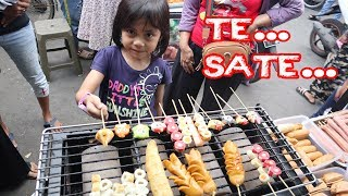 Video Hunting Cemilan Buka Puasa | Gara-Gara Hujan Cuma Dapat Sate Seafood MP3, 3GP, MP4, WEBM, AVI, FLV Juli 2019