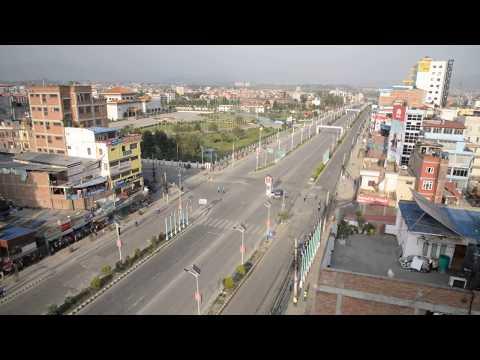 (भारतीय प्रधानमन्त्री मोदी सवारीमा, सुनसान बानेश्वर सडक - Duration: 46 seconds.)