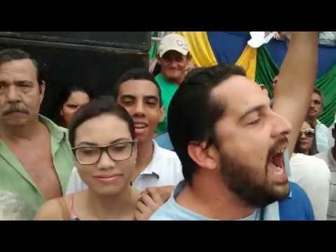 Manifestantes chamam Temer e Zenóbio de golpistas na passagem da Tocha Olímpica