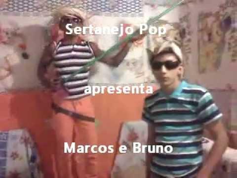 Marcos e Bruno cantando inventos dos amores em Bertopolis
