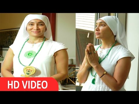 PC Big Boss Fame Hollywood Actress Sofia Hayat Who Turned Gaia Mother