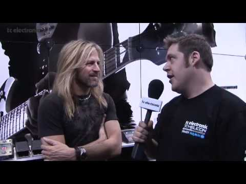 Doug Aldrich of Whitesnake shares his impression of the Nova Delay at the 2009 NAMM show in Anaheim, Los Angeles.