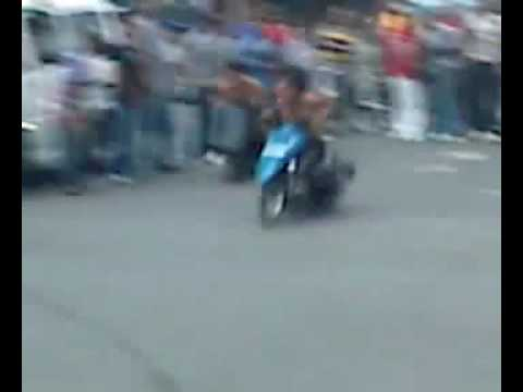 SHiRTLESS drag racer with AWESOME SKILLS and powerful SCOOTER !