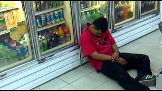 7Eleven Malaysia Prank Gaya tidur staff yang sungguh Unik 7Eleven Mana Ni... Yang mengulat ?