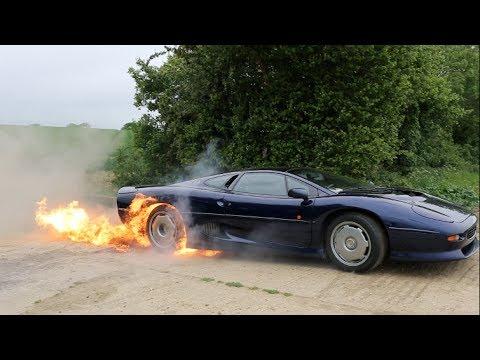 سيارة جاكور XJ220 تشعل النار بقوتها