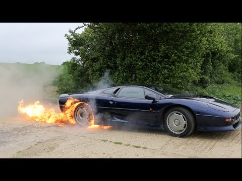 burnout fiammeggiante con la jaguar xj220