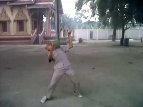 KOZ ฝึกเทคนิคฟุตบอล ด้วยชุด สตรีทฟุตบอล แบบไทยๆ (видео)
