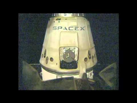 Dragon Departs the ISS 25 October 2014 08 PM